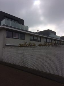 Glashekwerk met gematteerd glas ral 9010 in Noordwijk.