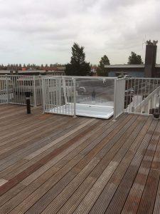 Dakterras diverse verdiepingen met spijlhekwerk CT030-1200 geanodiseerd in Amsterdam.