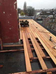 Bankirai vloer voor een terras in Amsterdam.