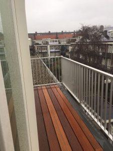 Dakterras bankirai met spijlhekwerk CT030-1000 voor een werk in Amsterdam.